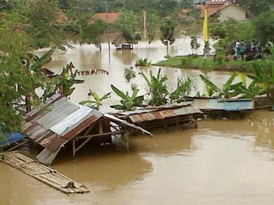 Banjir di Tangerang Luapan Kali Cisadane