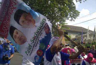 Aksi Demo Pilkada Kota Tangerang