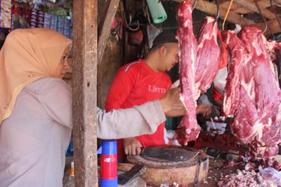 Pedagang daging Pasar Ciputat