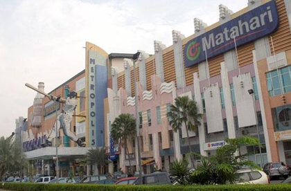 metropolis-town-square