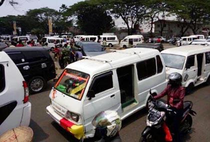 Demo Supir Angkutan di Karawaci