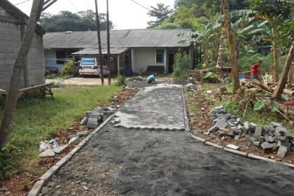 Jalan Lingkungan di Bakti Jaya, Setu.(one)