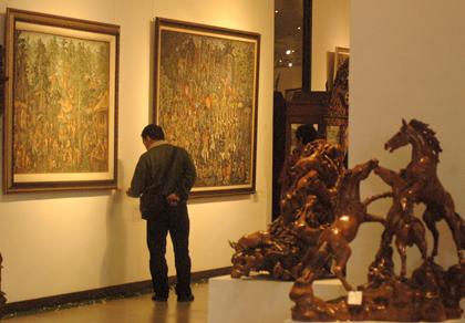 Pamerang lukisan di alam sutera