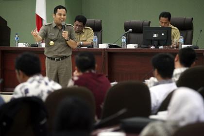 Walikota memberikan penjelasan di ruang akhlakul karimah.(hms)
