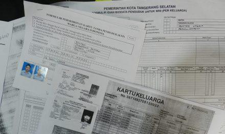 Form KTP dan KK Tangsel.(fit)
