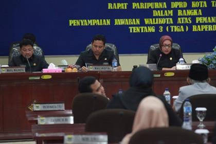Paripurna Jawaban Walikota mengenai 3 Raperda.(hms)