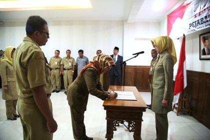 Pelantikan pejabat Dinkes Tangsel di Pamulang.(hms)