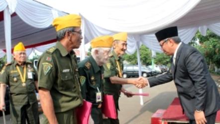 Veteran perang saat bertemu Wakil Walikota.(bbs)
