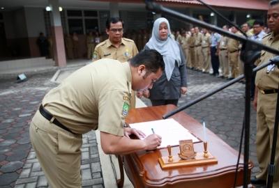 Pelantikan pejabat Pemkot Tangerang.(nai)