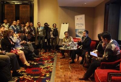 Walikota Arief saat presentasi di KAA.(hms)