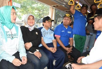 Walikota dan jajarannya menjajal armada Trans Anggrek.(yud)