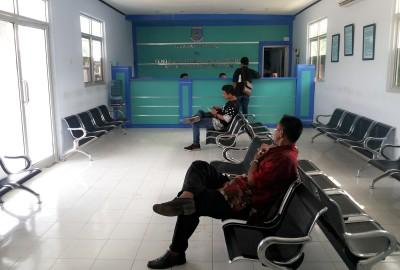 Nyaman, ruang tunggu kantor layanan PKB Tangsel.(one)