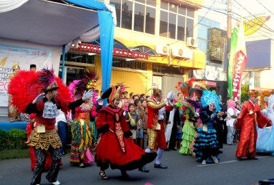 Cisadane Fashion Carnival menutup Festival Cisadane.(hms)