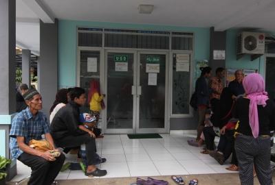 Warga saat berobat di Puskesmas Pondok Jagung, Serpong. (one)