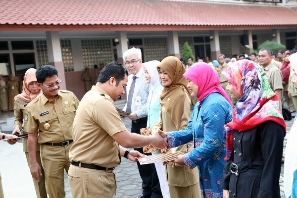 Walikota Tangerang saat apel di pagi di balaikota Tangerang. (ist)