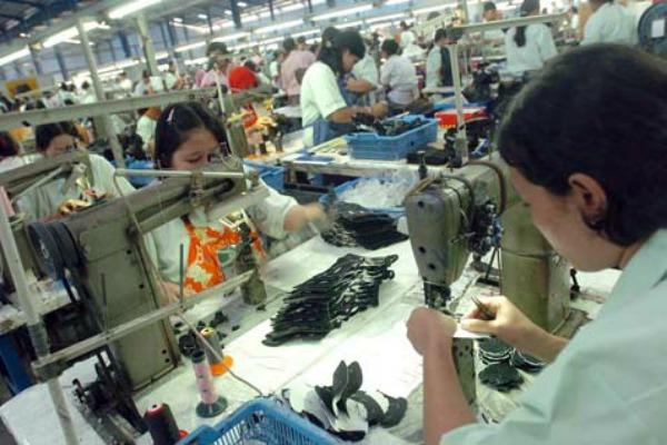 pekerja pabrik