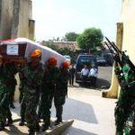 Haru Selimuti Pemakaman Korban Hercules di Pondok Aren