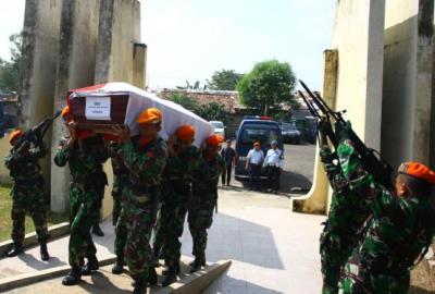 Prosesi pemakaman korban Hercules di TMP Pondok Aren. (fit)