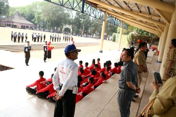 Walikota Tangerang pantau latihan calon paskibra. (ist)