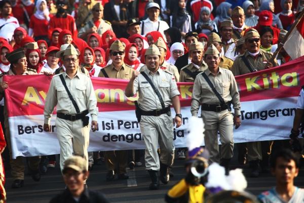 Ribuan warga tumpah pada fun walk peringatan HUT RI. (ist)