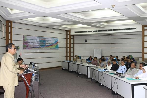 Wakil Walikota Benyamin Davnie memberikan sambutan pada program pelatihan kemasan. (one)
