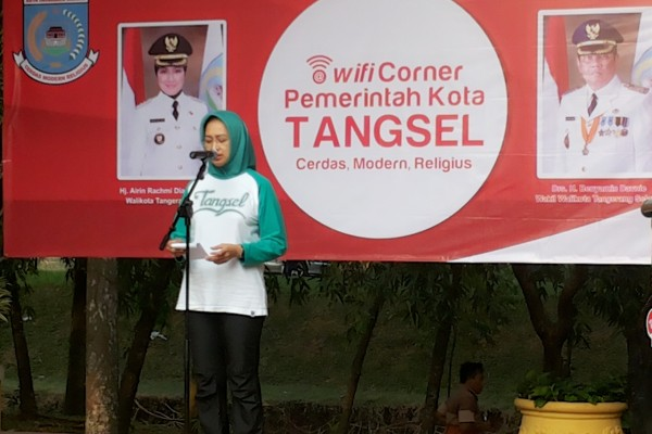 Walikota Tangsel memberi sambutan dalam peluncuran WiFi Corner. (zar)