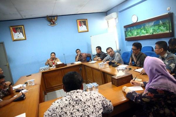 Walikota Tangerang saat rapat dengan PDAM. (ist)