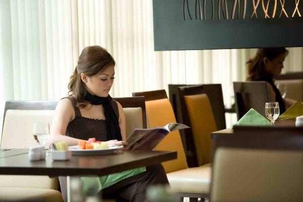 Nyaman, fasilitas restoran di Hotel Santika BSD. (ist)