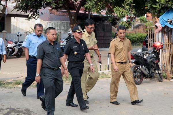 Wakil Walikota Tangerang saat sidak Pintu Air 10. (ist)