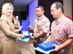 Walikota Tangsel beri penghargaan kepada perushaan