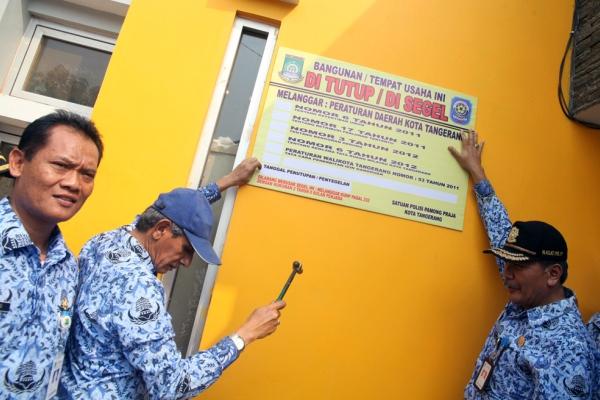 Penyegelan bangunan di Kota Tangerang. (ist)