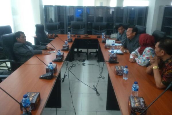 Ketua DPRD (kiri) saat dipanggil Badan Kehormatan DPRD. (hen)
