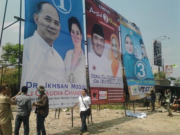Ini penampakan baliho pasangan calon di Bundaran Maruga, Ciputat. (one)