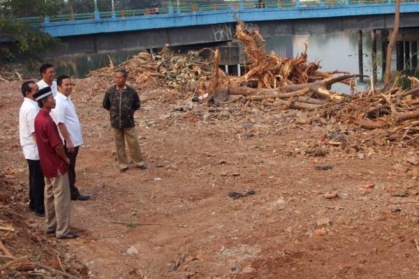 Walikota sidak proyek penurapan Sungai Cisadane. (ist)
