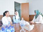 2 pelajar Kharisma Bangsa bertemu Walikota Airin Rachmi Diany