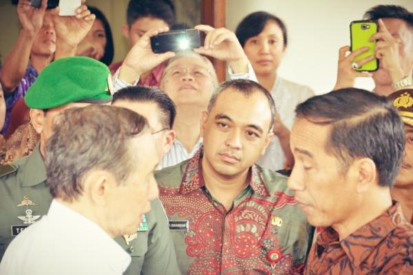 Bupati Tangerang (tengah) saat peluncuran program padat karya. (ist)