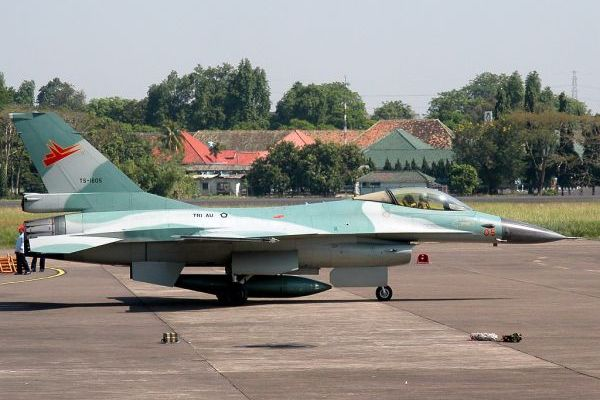 F 16 Fighting Falcon. (bbs)