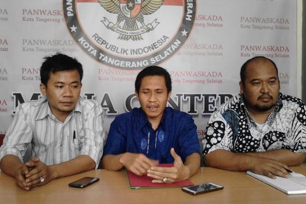 Komisioner Panwaskada Tangsel. (one)