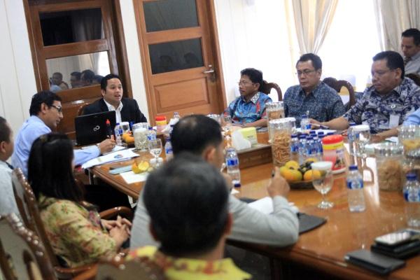 Walikota Tangerang saat rapat bersama pimpinan Bank se-Kota Tangerang. (ist)
