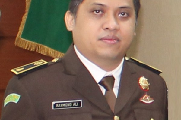 Raymond Ali. (bbs)