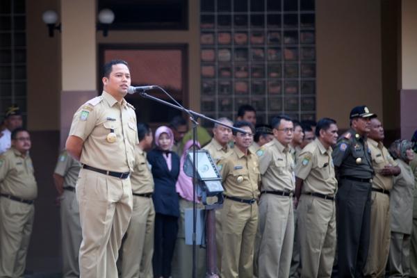 Walikota Tangerang, Arief R Wismansyah saat memimpin apel pagi di Balaikota. (its)