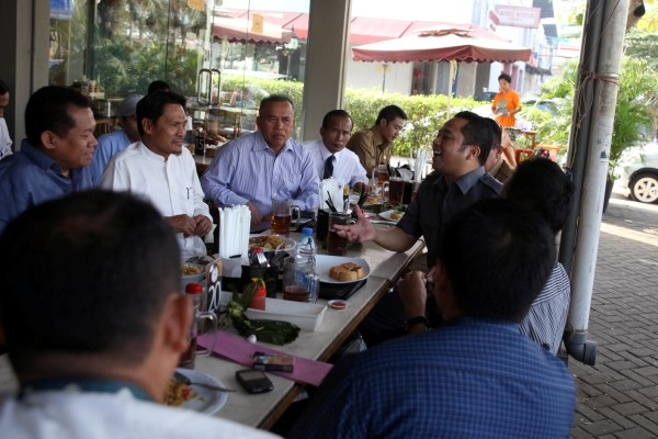 Aliansi buruh saat berbincang dengan Walikota Tangerang. (ist)