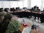 pegawai honorer diskusi dengan DPRD Tangsel