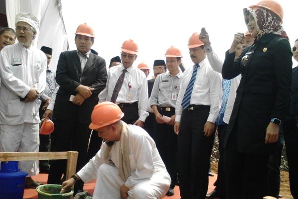 Peletakan batu pertama Masjid Raya Al I'tizom di KP2KTS. (one)