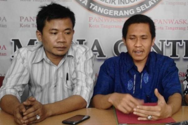 Ketua Panwaskada Kota Tangsel, M Taufiq MZ (kanan). (one)