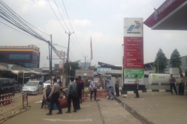 Suasana SPBU di Serpong Utara pasca didatangi puluhan warga. (don)