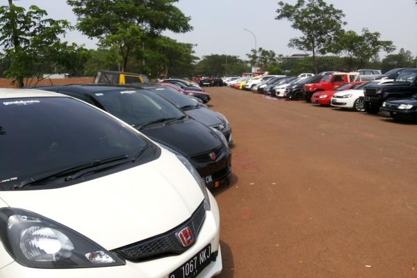 Jejeran mobil peserta dalam Tangsel Autofest 2015. (one)