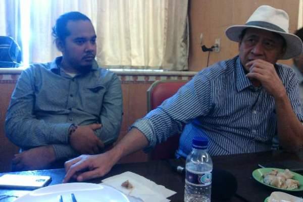 Wahidin Halim saat diskusi dengan wartawan. (nai)