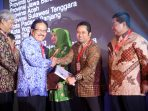 Walikota Tangerang, Arief R Wismansyah menerima National Procurement Award 2015