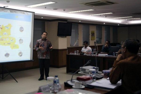 Walikota Tangerang saat presentasi dalam kegiatan yang digelar DPD RI. (ist)